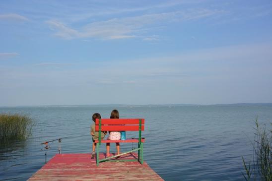 Bankje aan het water